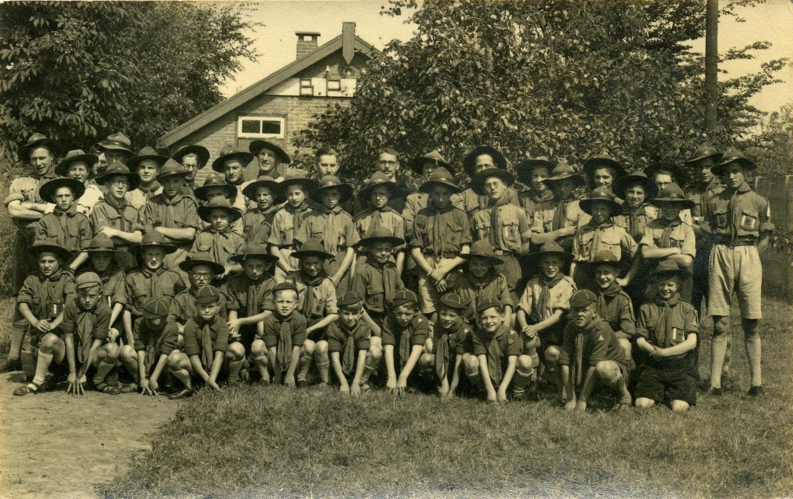 Groepsfoto Scouting Aarle-Rixtel 15 jaar.