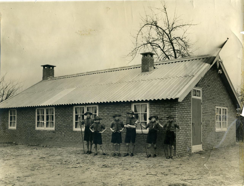 Patrouille foto voor de blokhut (1937) 4e van links hopman Slaats.