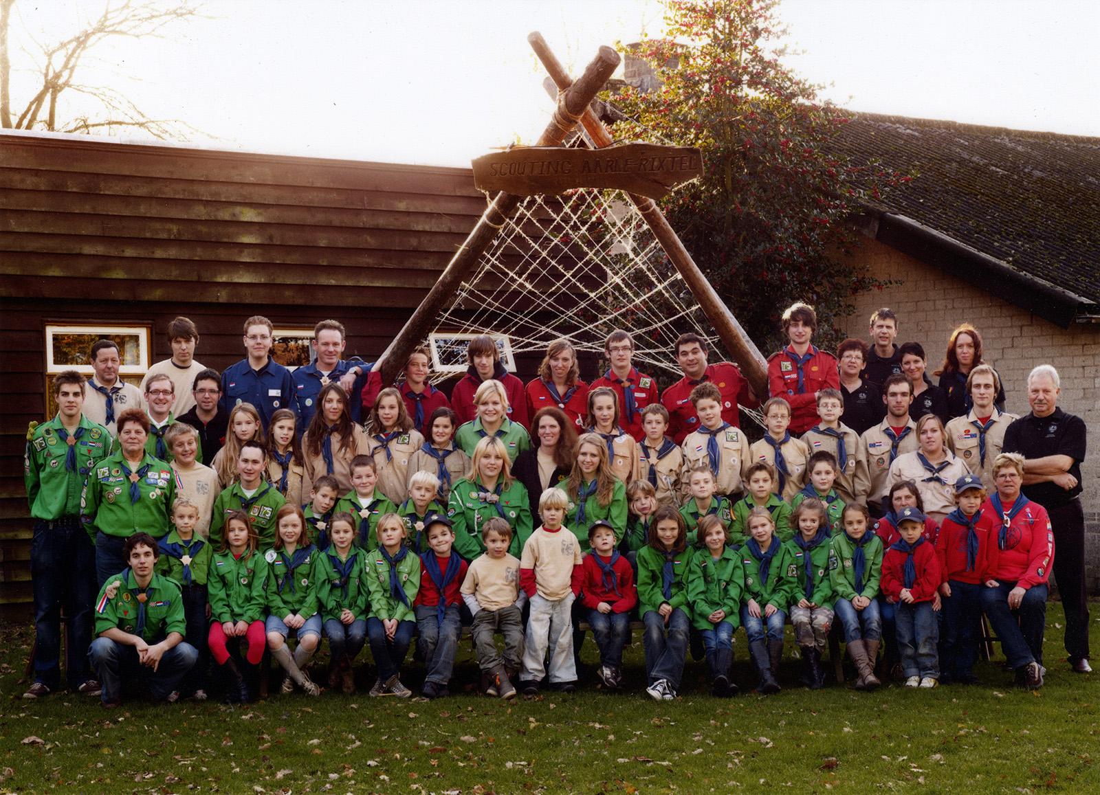Groepsfoto Scouting Aarle-Rixtel 75 jaar.